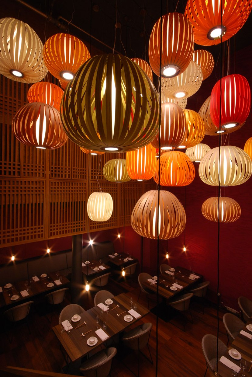 lzf-poppy-pod-wood-lamp-restaurant